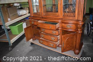 2 Piece Broyhill Hutch w/glass shelves