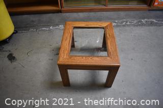 Oak End Table w/glass center