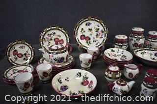 31 Piece of Oneida Hand Painted Strawberry Plaid Dishes