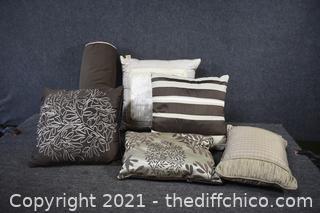 6 Decorative Pillows