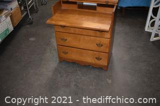 Ethan Allen 3 Drawer Maple Dresser/Desk
