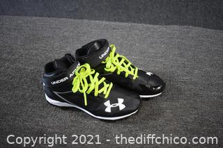 Under Armour Shoes - size 5.5Y