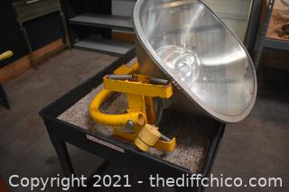 Untested 220 volt Job Ligh - as is