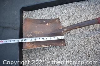 44 1/2in long Shovel