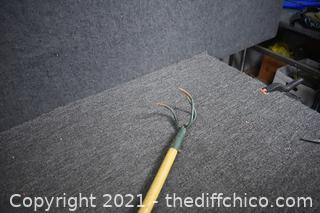 50 1/4in long Claw Garden Tool