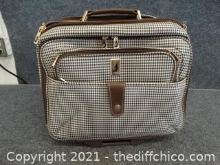 "London Fog Rolling Suitcase 15 1/2"" x18"" x6 """