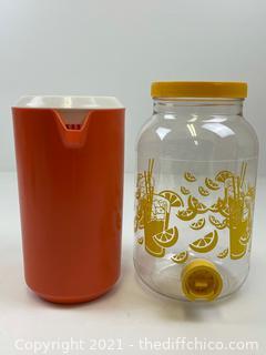 VINTAGE LOT OF RUBBERMAID PITCHER 2 1/4 Quart + Lid & 1983 JAREEN LEMONADE/TEA PLASTIC JAR W/SPOUT