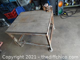 """Table With 4""""Sears Vise"""