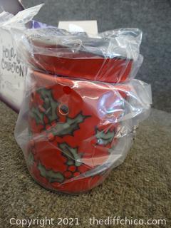 NIB Scentsy Merry Berry Full Size Warmer