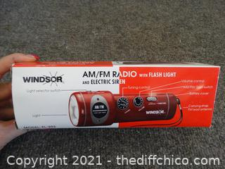 NIB Windsor AM/FM  Radio Flashlight
