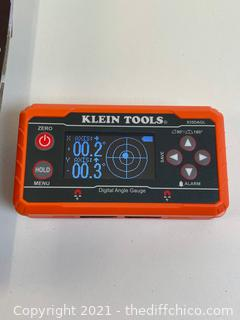 Klein Tools 935DAGL Digital Level Angle Finder with Programmable Angles