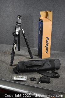 FotoPro Tri Pod w/carry case, accessories and box