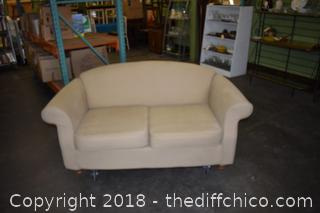 67in Wide Love Seat