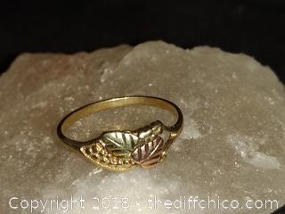 Vintage Black Hills Gold 10 K Gold Ladies Ring