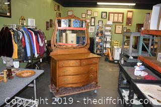 Vintage Quarter Saw Oak Dresser w/Mirror