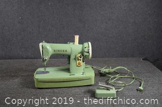 Vintage Working Green Portable Singer Sewing Machine w/Lid