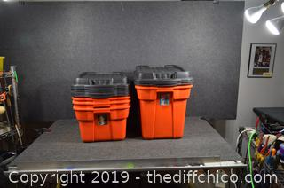 6 Rubbermaid Totes w/Lids-see size below