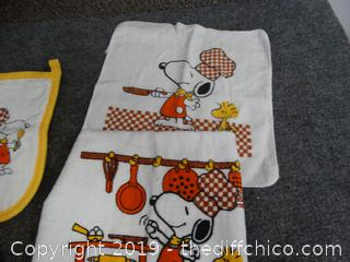 Snoopy Kitchen Towels & Pot Holders