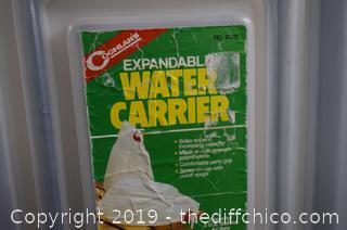 Rubber Maid Dispenser plus Water Carrier