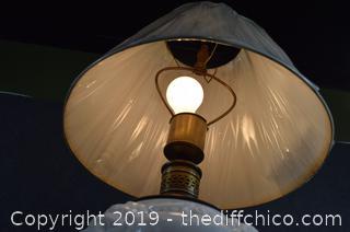 Working Vintage Milk Glass Lamp