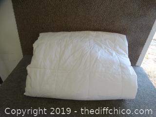 White Comforter 81x94