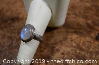 Sterling Silver Ring w/Moonstone Size 7 1/2