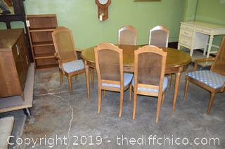 Table w/2 Leafs and 6 Chairs
