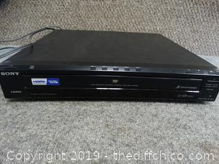 Sony HDMI  5 Disc DVD CD Changer powers on