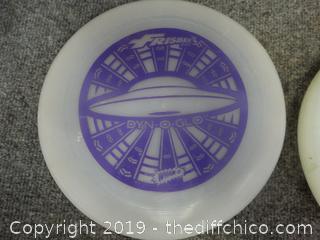 2 Frisbee's