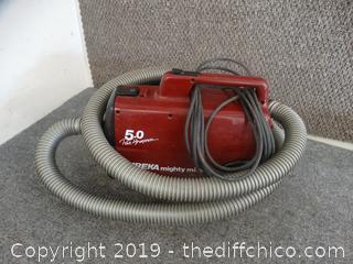 Eureka Mighty Mite  Vacuum wks