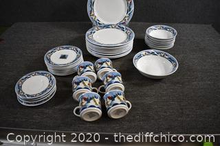 34 Pieces of Oneida Holiday Dish Set