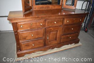 7 Drawer Dresser w/Tri Mirror
