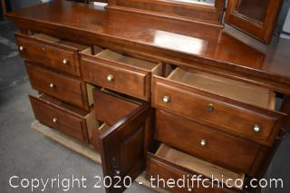 7 Drawer Dresser w/Tri Mirror