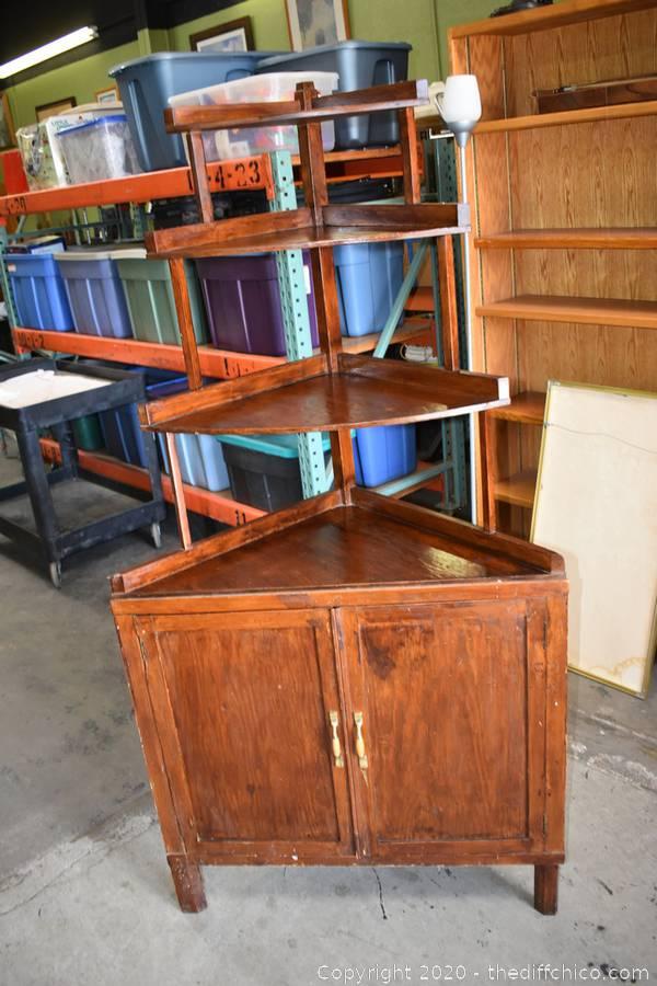 Feb 2020 Estates Furniture, Glassware, Collectible Auction   (CLICK HERE TO OPEN AUCTION)