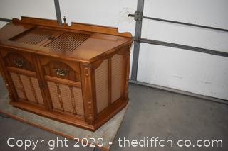Working Magnavox Stereo AM/FM Record Player
