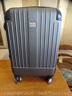 Rolling Ricardo Suitcase