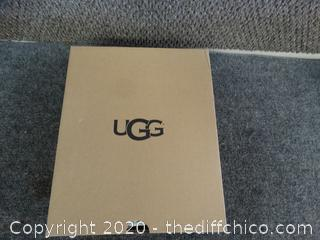 Brand NEW Ugg Glitter Shoes Size 8