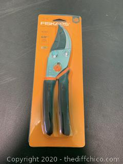 Fiskars Traditional Bypass Pruner with 5/8 In. Cut Capacity (J18)