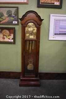 Working Grandmother's Clock w/Key-keeps time & chimes
