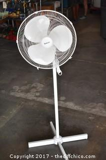 Working 18in dia Holmes Floor Fan-Does not osculate