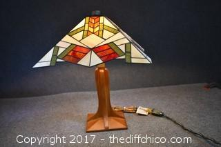 Working Stain Glass Lamp w/Wood Base