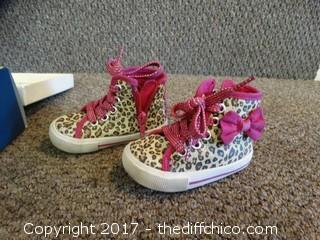 Osh Kosh Girls Shoes size 4