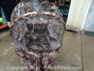 Elkton Outdoors Hunting Blind With Fordable Chair