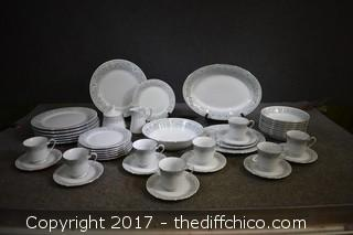 44 Pieces Crown Ming Fine China Dish Set