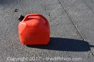2 1/2 Gallon Plastic Gas Can