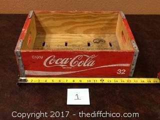 Vintage Coca Cola 32 bottle case