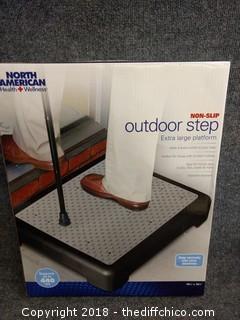 "North American Non-Slip Outdoor Step - 19 1/4"" x 15.5"""