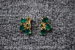 Pair of Awesome Green Weiss Earrings