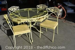 Patio Table, Glass Top w/4 Chairs & Cushions-glass chipped-see picture