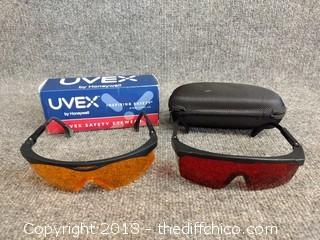 2 Pairs of Safety Glasses